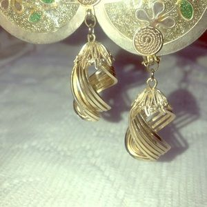 "Vintage clip on silver tone earrings ""Hong king"""